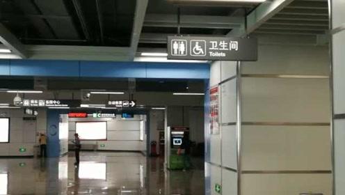 女子地铁站内如厕遭安检员偷拍,安检员已被拘留5日