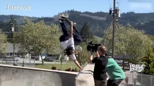 在碗池里滑板,还有比这个更帅的动作吗?