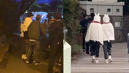 吴亦凡与baby赵今麦披同款兔兔毛毯 东京游乐园录节目