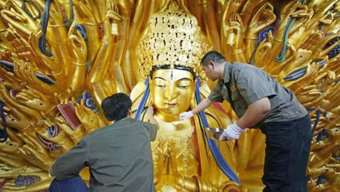 匠人修复800年的佛像,不小心触发内部机关,意外发现宝贝