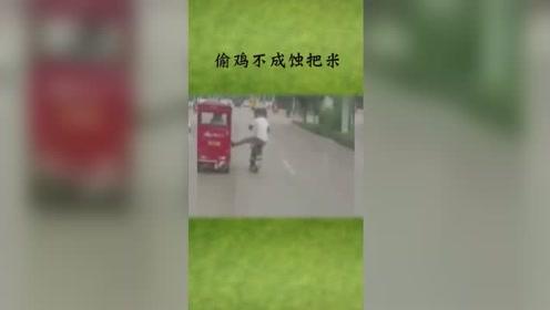 骑车的和开车的大街上斗气,路人都笑弯腰