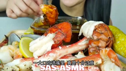 微笑姐直播吃帝王蟹腿和龙虾,搭配香辣海鲜酱,一口下去超过瘾
