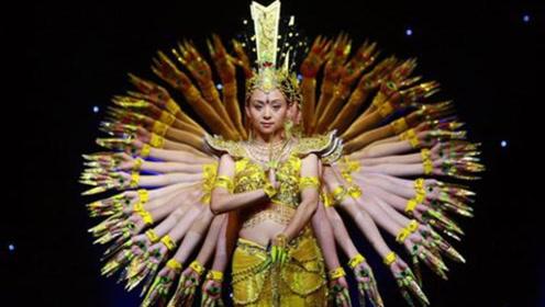 曾红遍中国的千手观音领舞,被富商苦追8年后,如今过得怎么样?