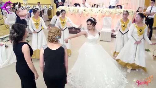 """中亚""""最美新娘""""献给妈妈和婆婆的舞蹈,网友:羡慕新郎了"""