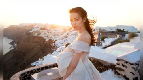 迪丽热巴一字肩婚纱绝美迷人 吊带蕾丝裙身材凹凸有致