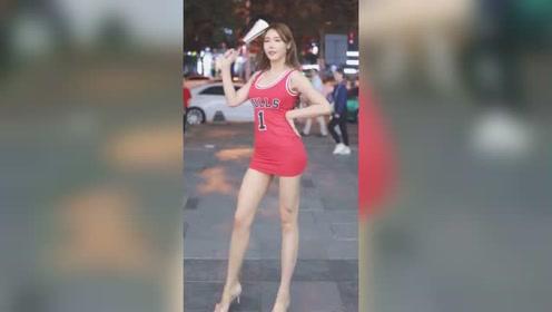 如果在街上遇到这种网红美女,不论男生女生都会多看几眼吧?