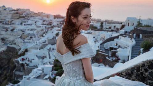 迪丽热巴晒旅行婚纱照,没半点装饰却美成仙子,做新郎的该多幸福