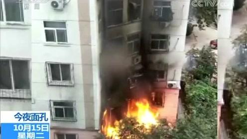 这六名临危不乱的救火少年,这样疏散了整楼居民