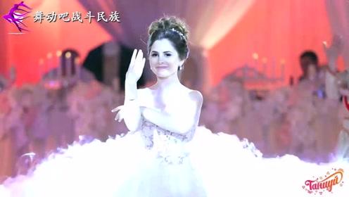 """高颜值新娘撞脸""""阿Sa"""",一支婚礼舞蹈流传至今"""