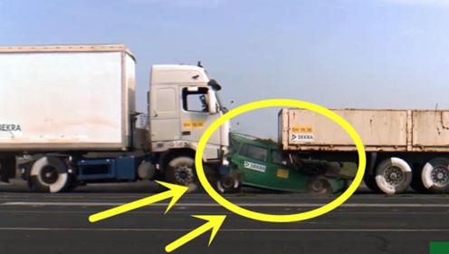 一声巨响,小轿车当场被撞成废铁,可见大货车中间停车是有多危险