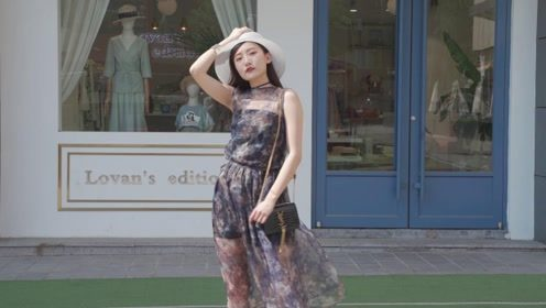 快来看看神仙小姐姐的搭配,雪纺印花仙女长裙,优雅显气质