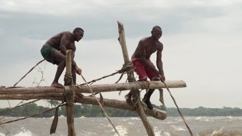 非洲人密不外传的捕鱼绝技,20秒后我心服口服!