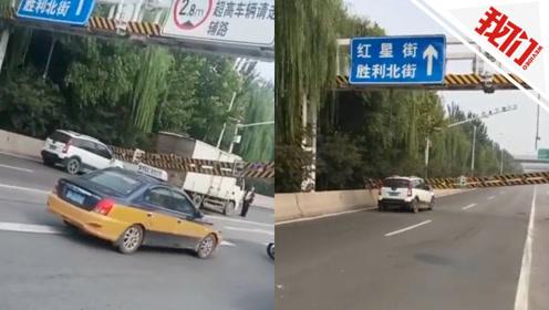 惊险!石家庄一厢式货车顶落限高杆意外砸中轿车 交警:无人伤亡