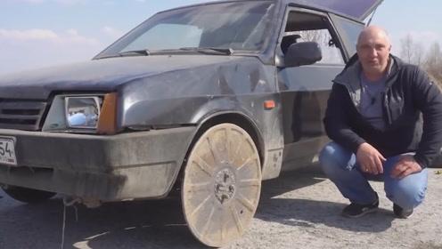 老外把井盖装当做轮胎装到汽车上!一脚油门踩下去,彻底傻眼了
