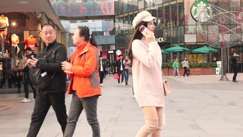 三里屯街拍:深秋天冷,漂亮妹子们都会加一顶帽子,保暖又时尚
