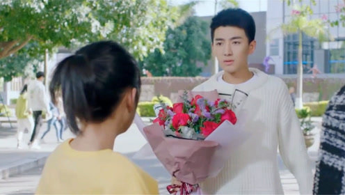 满满喜欢你:左岸手捧玫瑰甜蜜告白,顾小满害羞抱住他就亲