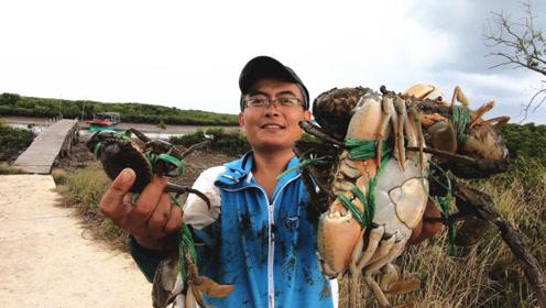直播3小时抓这么多螃蟹,阿锋走出六亲不认的步伐,太嘚瑟了!