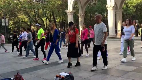 超火16步散步舞,边散步边减肥,在家也能跳,瘦腰瘦腿瘦全身!