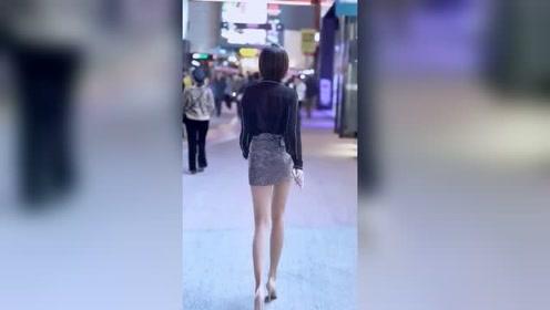 夜晚街头遇到的耀眼小姐姐,这个腿我给99分,还有一分怕她骄傲