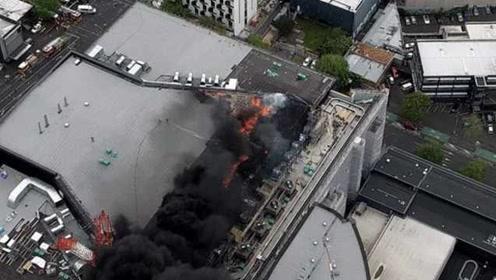突发!新西兰奥克兰天空塔附近起火,现场浓烟滚滚