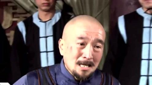 73岁李保田头发花白驼背需人搀扶,因揭潜规则被雪藏