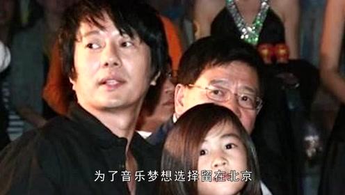 郑钧刘芸机场拥吻,全程十指相扣,结婚8年仍似热恋