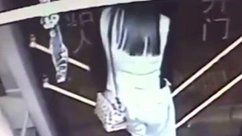 女子下车脖子被夹:头在车外身体在车内 ,吓坏车内乘客