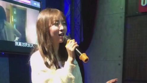 美女在ktv翻唱《耿》太好听,你还有遗憾吗?会偶尔想我吗?