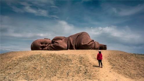 """甘肃沙漠中的可爱""""巨婴"""",已安然入睡数年,游客都来许愿"""
