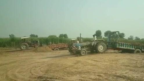 拖拉机泥地陷车,老司机折腾半天才开上来,这驾驶技术真不错