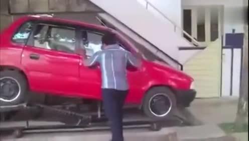 这样的倒车技术,据说只有八年以上的老司机才能完成