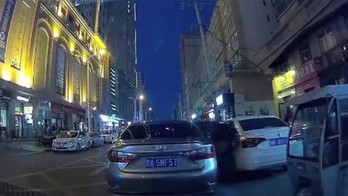 行车记录仪实拍:路虎司机没惹你,逼我停车是何意!