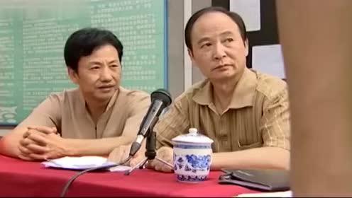 《莲花闹海棠》农村小伙奇葩的村长竞选演讲,惹的村民们哈哈大笑