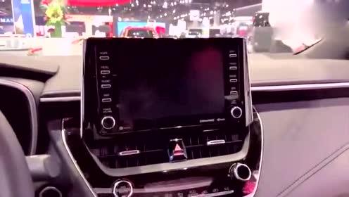 丰田卡罗拉三厢版车展实拍,看到外观和内饰心动了