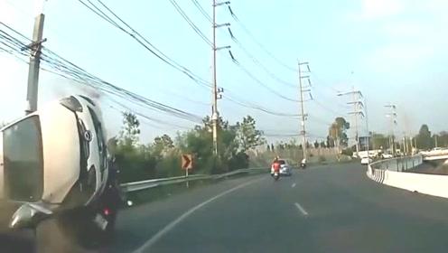 轿车直接贴着男子的头皮飞过