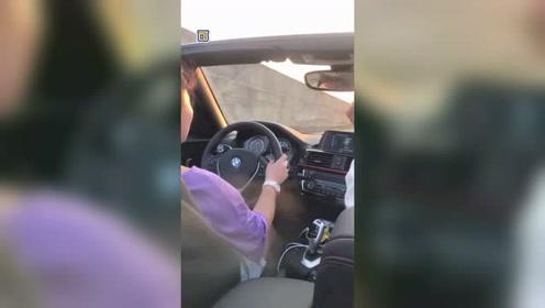 顾客:我就是不停车你把我能咋的