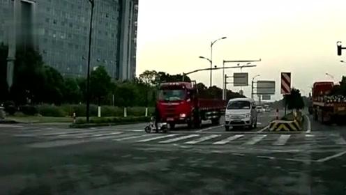货车根本来不及反应!但是谁来负责这场车祸