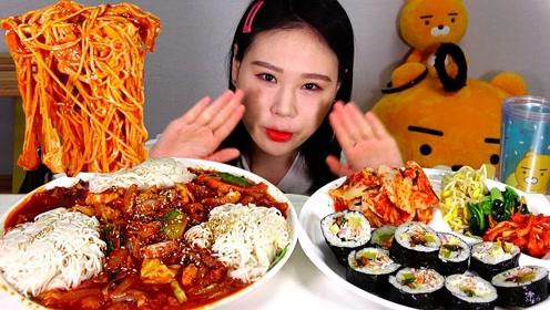 品尝美食:吃美味海鲜面 寿司