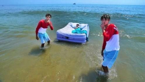熊孩子这次玩大了!将妈妈连人带床扔进海中,网友:欠揍!