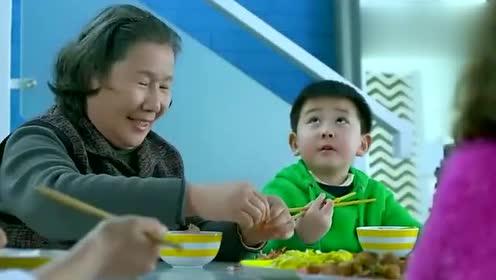 保姆买虾,全剥给自己孙子吃,这保姆真没把自己当外人啊!
