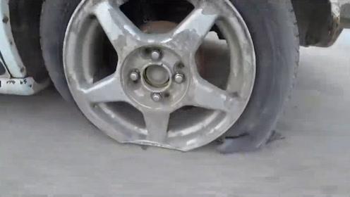 老外开车不松手刹行驶七公里,轮胎都磨没了,场面差点失控