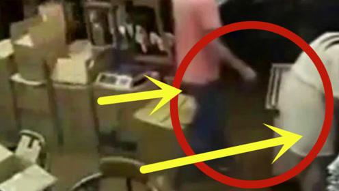 白裙女子转身弯腰拿文件,身后的男子行为举止太恶心!