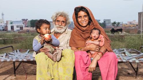 印度的百岁老人老当益壮,喜得两子,网友:一点也不输给年轻人!