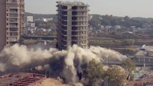 现场震撼!江西景德镇一栋14层高楼爆破 顷刻间楼立处粉尘腾起