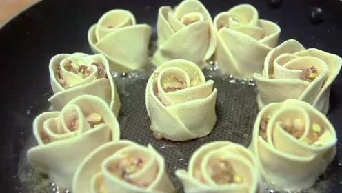 白菜猪肉锅贴,造型独特,是玫瑰花的样子,好吃好看!