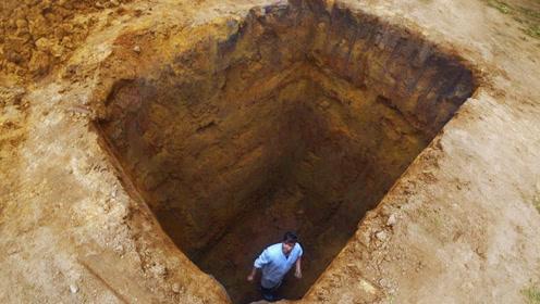 不小心掉进5米深坑,没工具如何自救?老外挖坑测试!