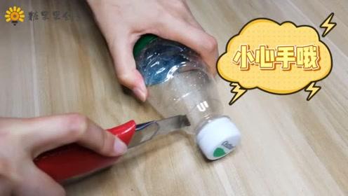 塑料瓶不要丢,教你做一个挂牙刷的好东西!