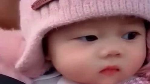 好可爱的小萌娃,只是这双眼睛怎么有点怪,真的是太奇怪了