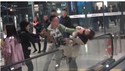 Angelbaby粉丝机场被打,肇事者还原事情真相,网友并不买账