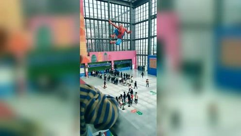 这个蜘蛛侠是多少家长不愿意看到的!